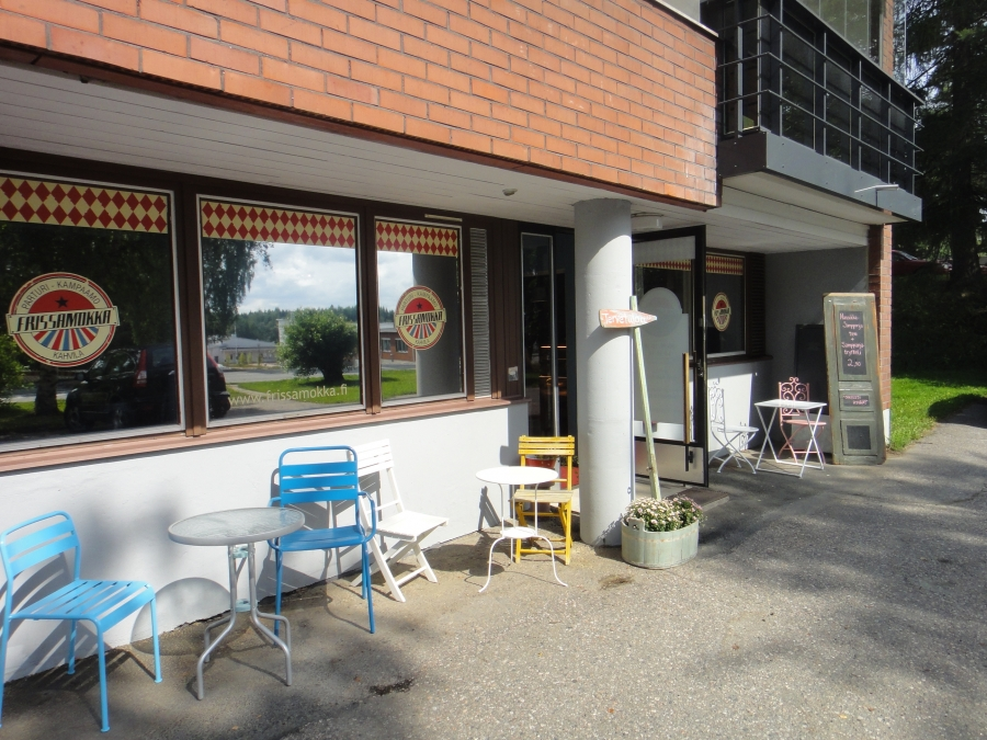 Lopen avattiin elokuun alussa uusi Kahvila Frissamokka. Poiketkaapa. Paikka siis Jokiniementien varressa Kentänkulman alakerrassa osoitteessa Jokiniementie 10.
