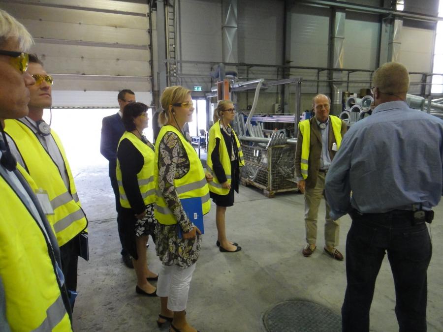 Päivällä kävimme tutustumassa Tehomet -yritykseen Kangasniemelle. Pohjoismaiden suurin valaisinpylväiden ja mastorakenteiden valmistaja.