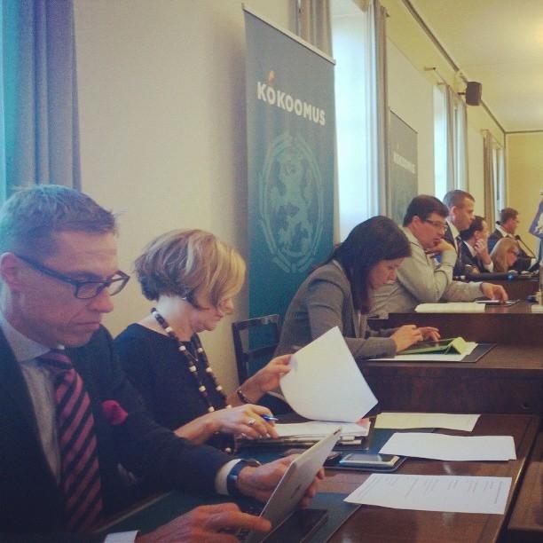 Ja sitten päivä jatkui ryhmäkokouksella ja kokoomuksen työvaliokunnalla...