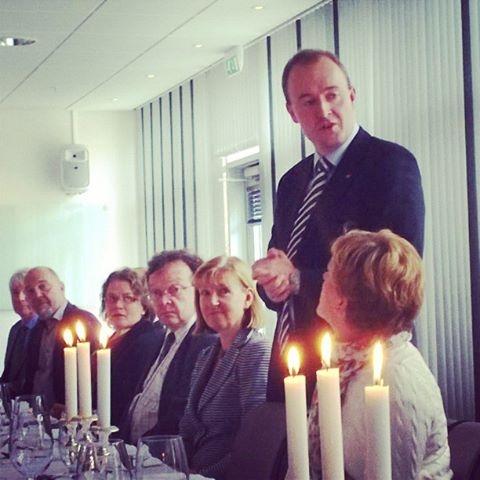 Arktisen valtuuskunnan puheenjohtaja, parlamentaarikko Eirik Sivertsenin isännöimällä lounaalla.