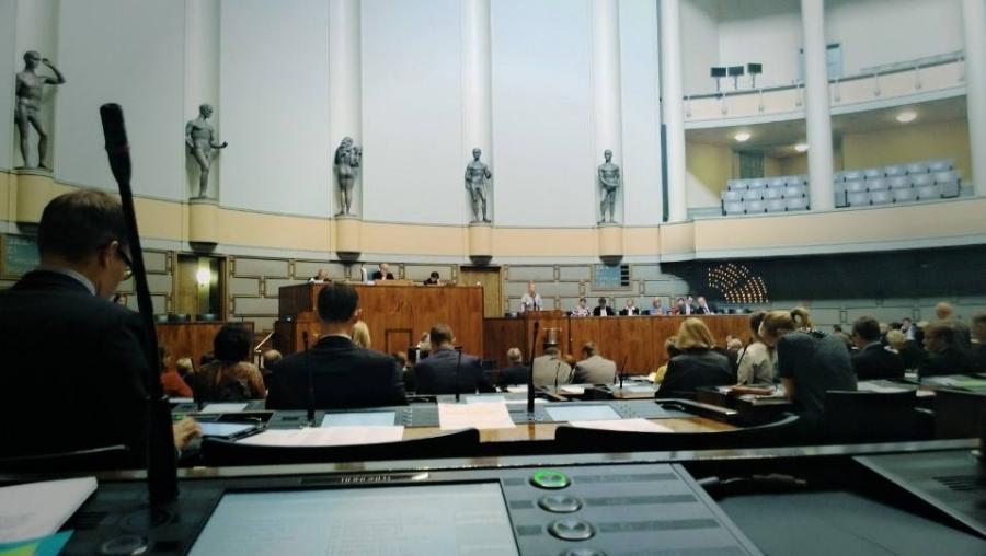 Nyt alkoi reilun viikon mittainen keskustelu-urakka vuoden 2014 talousarviosta. Jaksaa. Jaksaa.