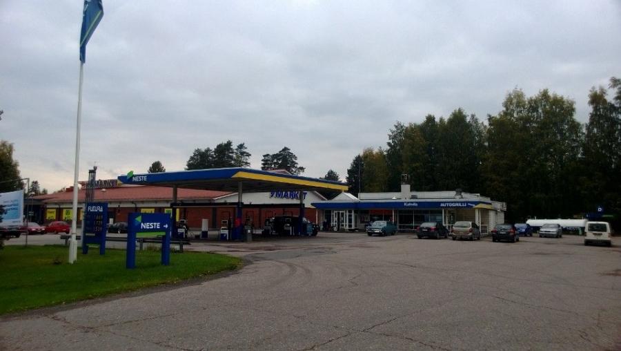 Lopen Neste Laanola tänään 21.9.2013. Toivottavasti palveleva ja toimiva huoltoasema ja bensa-asema saa jatkaa toimintaansa tulevaisuudessakin.