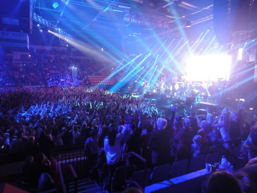 Warner Music Live ja Liiga Music esittää: CHEEK 22.9.2013. Helsingin Jäähalli täynnä viimeistä paikkaa myöten ja se tehtiin, myytiin, vajaassa puolessa tunnissa. Suomen ennätys.