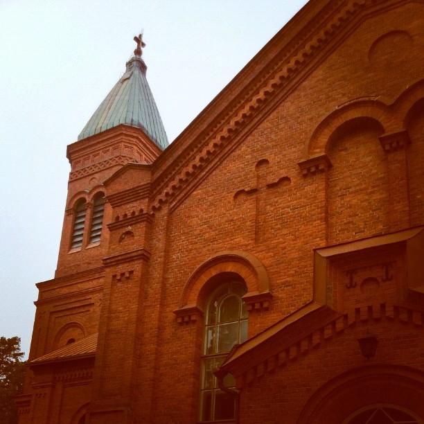 Mukulamessussa Lopen kauniissa kirkossa. Kaunis elämäniloinen tunnelma lasten tuomana.