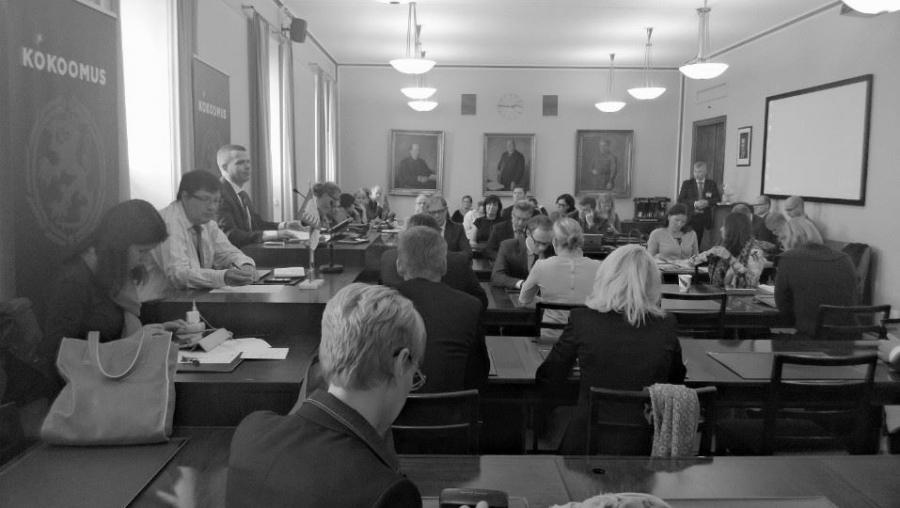 Kokoomuksen eduskuntaryhmä kokoustaa 26.9.2013 puheenjohtaja Petteri Orpon johdolla. Pääministeri Jyrki Katainen käy läpi tämän ja ensi viikon ajankohtaisia asioita.