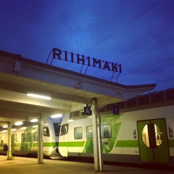 Ennen kukonlaulua jo siis matkaan Riihimäen asemalta.