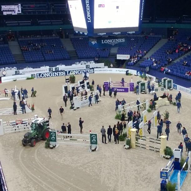 Helsinki International Horse Show ja hieno ilta ystävien kanssa edessä. Rata kohta valmis ja sitten...