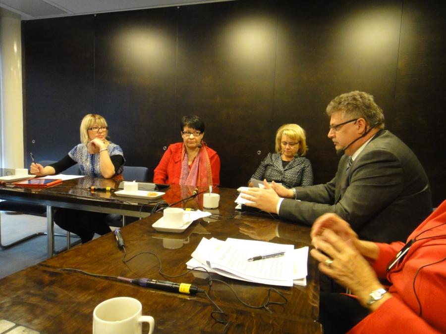 Ylen Radio Hämeen Politiikan Puhemylly -keskustelu eduskunnassa 22.10.2013.