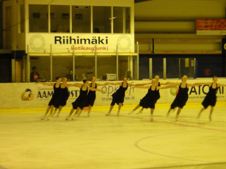 Tänään olin Riihimäen Jäätaitureiden joukkuepäivää seuraamassa jäähallilla. Upeita esityksiä ja taitavia lapsia ja nuoria.