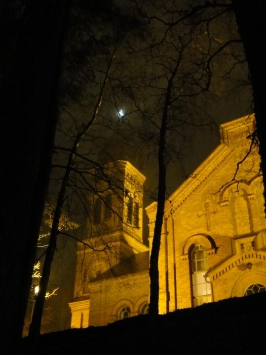 Tänään vielä Pyhäenpäivän kynttilöitä ihailemassa Lopen hautausmaalla ja viemässä kynttilöitä lisää läheisille.