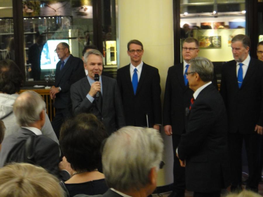 Ministeri Pekka Haavisto piti avajaisissa erinomaisen puheen ja väkeä oli Postitalo täynnä.