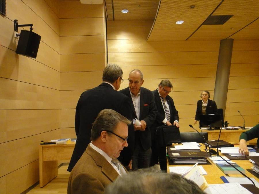 Ja tässä päivän ulkoasiainvaliokunnan kokouksesta. Tänään pöytäämme liittyi uutena RKP:n Jorn Donner.