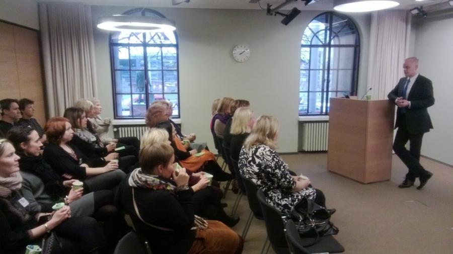 Tänään vieraanani oli Hämeenlinnasta opettajia. Mukava porukka jossa mukana entinen opettaja-aikojeni rehtori, useampi entinen opettajaopiskelijakaverini ja monta OAJ-tuttua. Mukava porukka ja visiitti.