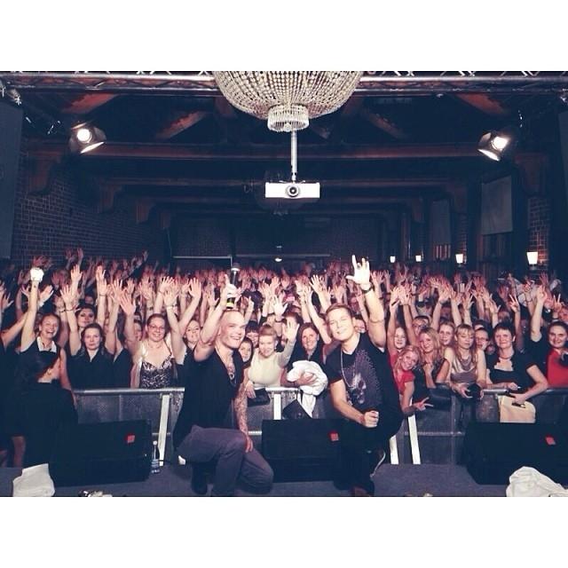 Ja sitten illan konsertti täydelle salille Vajanlinnassa. Väkeä siis todellakin riitti. Kiitos kaikille.