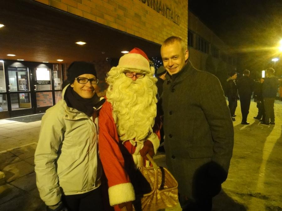 Ja kunnanjohtajamme Karoliina Viitasen kanssa pääsimme Joulupukinkin kanssa yhteiskuvaa.