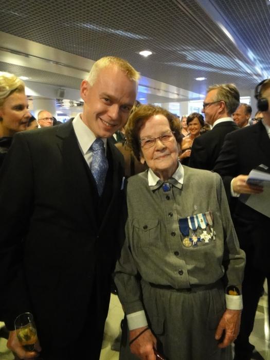 Tässä Lotta Kunkreenin kanssa. Upea persoona ja pirteä ja elämänmyönteinen Rouva. Tuollaisen elämänasenteen kun saisimme kaikki pitää.