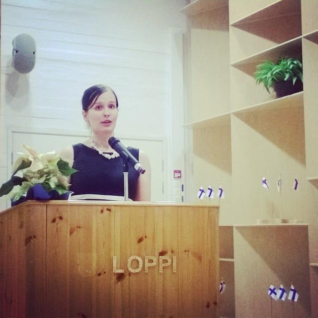 Ja juhlasta myös muutama kuva. Tässä Lopen kunnan puolesta puhuu puheenjohtaja Tiina Seppälä.