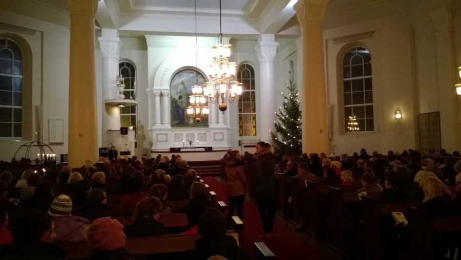 Lopen kirkko oli tänäänkin täynnä, kun yhdessä lauloille Kauneimpia Joululauluja.