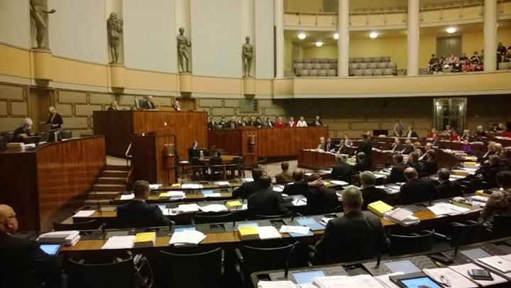 Vuoden viimeinen kyselytunti päätökseen... Nyt jatketaan budjetin käsittelyä vielä tämä ilta.