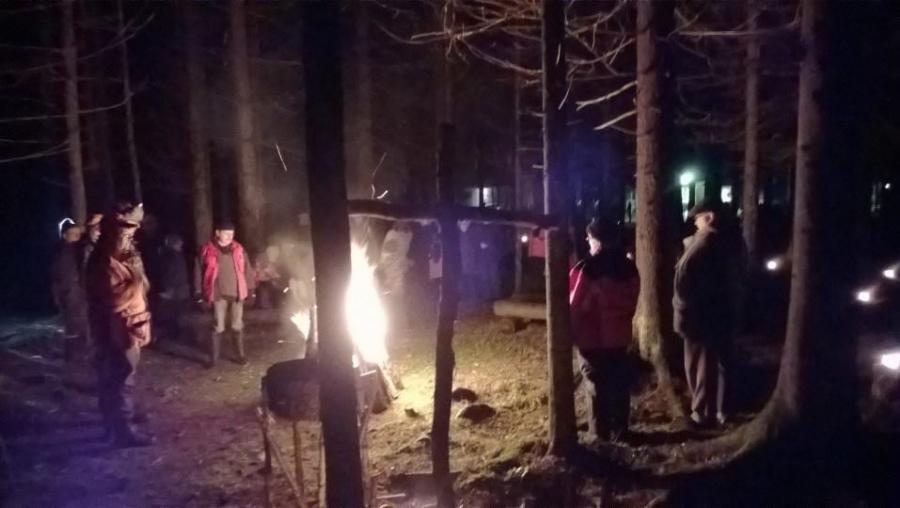 Ja illalla sitten XI Metsäkirkko ja Metsän joulurauhan julistus 20.12.2013 Lopen Kormu-Launosten Metsäveikkojen Eräsavulla.