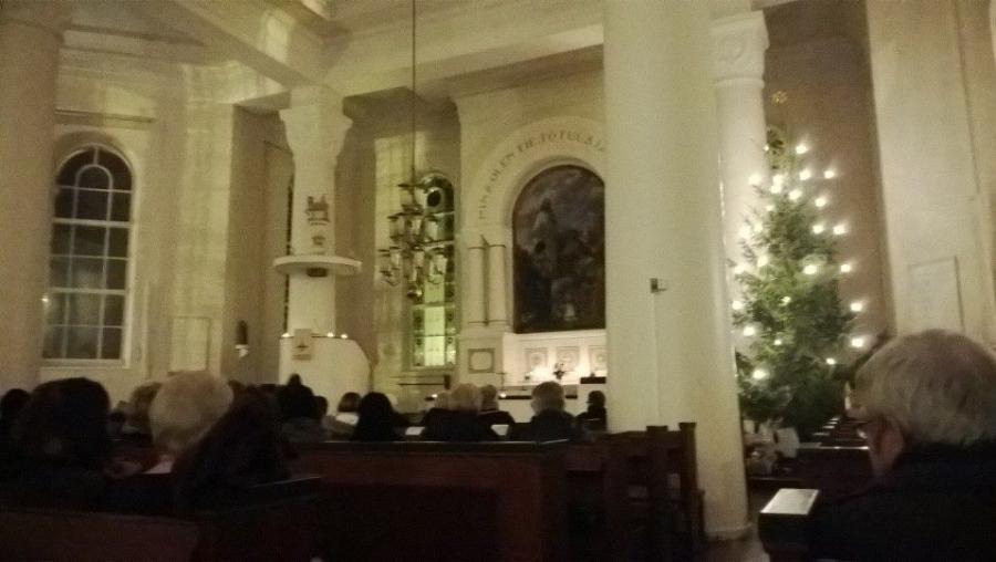 Jouluyö, juhlayö. Jouluyön hartaus Timotein kanssa Lopen kirkossa.