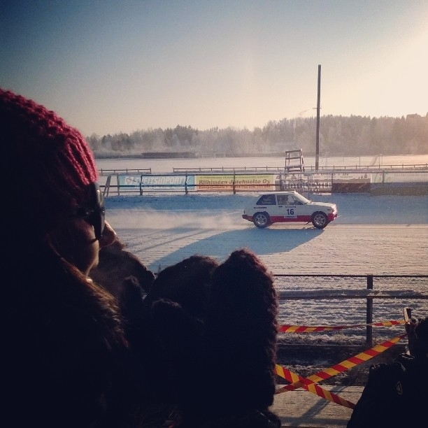 Ja tässä sitten Joonas Kolehmainen ja Tatu Koskinen Starletilla matkalla voittoon.
