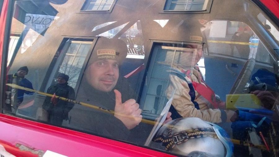 Ja yksi kuva myös lähdöstä. Tässä kaksikko Salminen valmiina kisaan eli Tero Salminen kuskina ja Marko Salminen kartturin paikalla. Kakkostila tänään Joonas Kolehmaisen takana.
