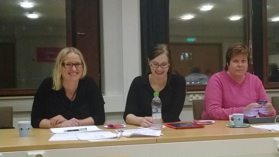 Lopen vahvat naiset kunnanhallituksessa 20.1.2014. Kova trio. Vasemmalta Saija Grönholm, keskellä kunnanhallituksen varapuheenjohtaja Tiina Seppälä ja vasemmalla Karoliina Saari. Upeat naiset joita arvostan todella paljon.