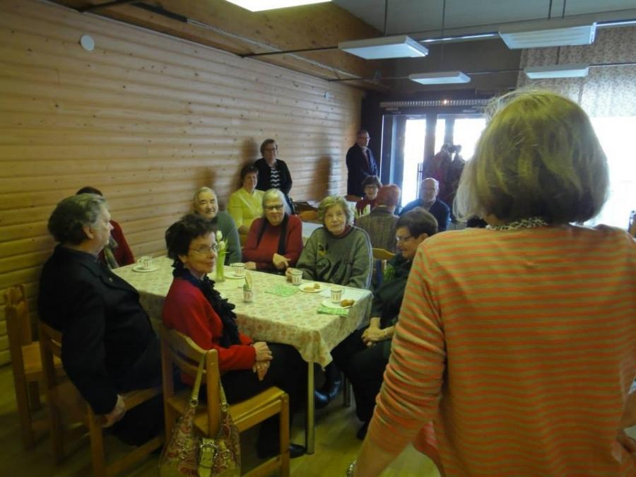 Ja sitten päivä jatkui yleisötilaisuudella Lopen Lounastuvassa. Väkeä kivasti päiväkahviaikaan paikalla ja hyvää keskustelua mm. terveyspalveluiden tulevaisuudesta.