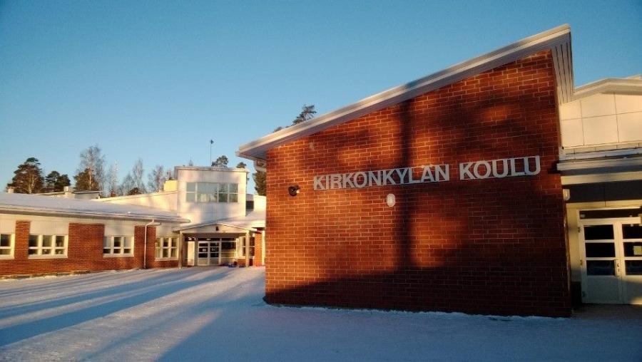 Tästä se alkoi... Lopen Kirkonkylän koulu missä aikanaan opettajanakin toimin. Ja tässä samalla tontilla seisoi myös se vanha rakas puukoulumme aikanaan, missä taasen koulutyöni aloitin.