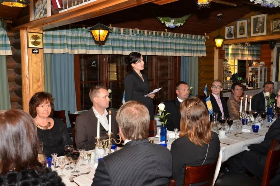 Illallispuheen, illan juhlapuheen, piti Lopen Kokoomuksen sihteeri ja Lopen kunnanhallituksen varapuheenjohtaja Tiina Seppälä.