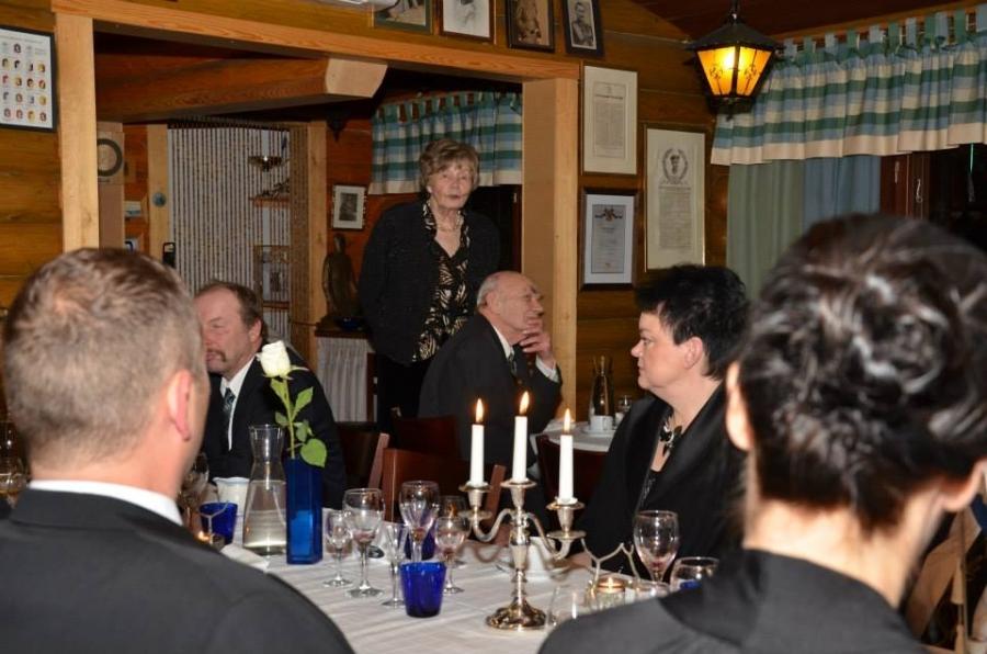 Lopen Senioreiden puheenjohtaja Maija-Leena Rajaoja puhuu.