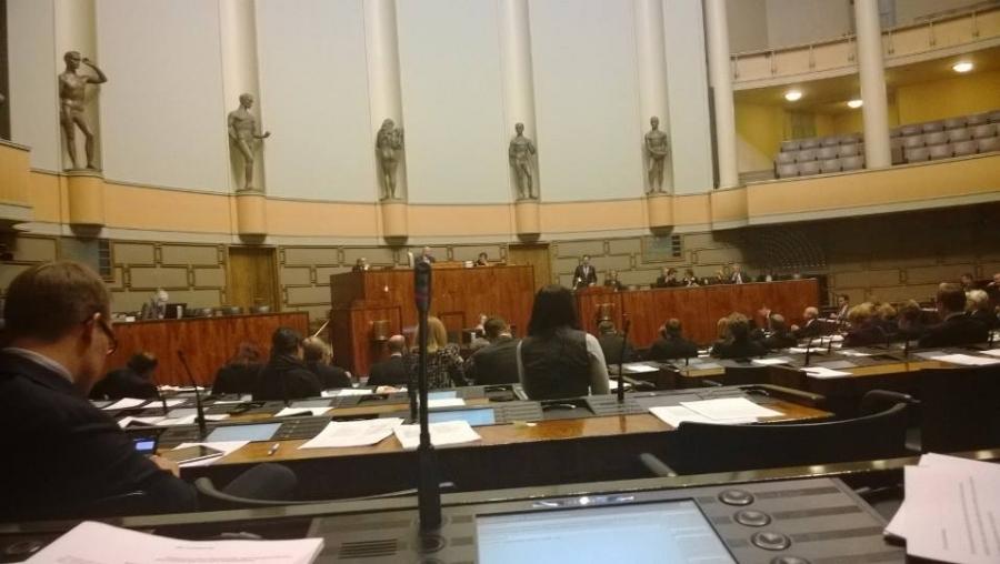 Eduskunnassa käynnissä keskustelu vuoden 2014 politiikasta ja eduskunnalle annettavista keskeisimmistä esityksistä.