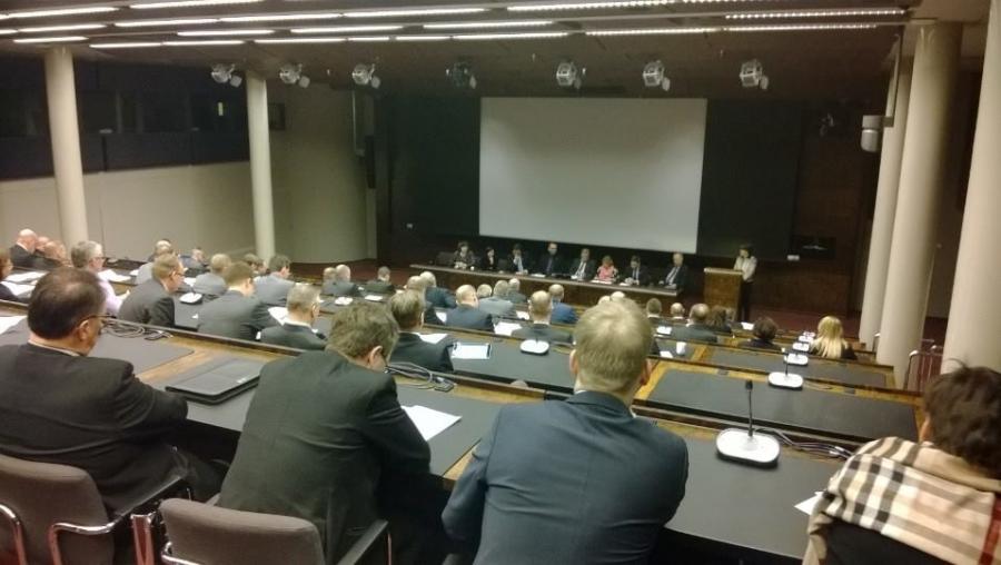 Puolustuksen haasteet 2020 -seminaarissa hyviä puheenvuoroja. Nyt paneelikeskustelua ja kohta puheenjohtaja Ilkka Kanervan päätöspuheenvuoro... Hyvä semma.