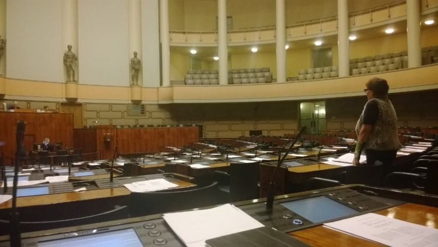 Leena Rauhalan ja Simo Rungrenin kanssa vielä salissa ja keskustelussa sotainvalidit ja sitä ennen lakialoitteeni vankilomilta karkaavista vangeista.