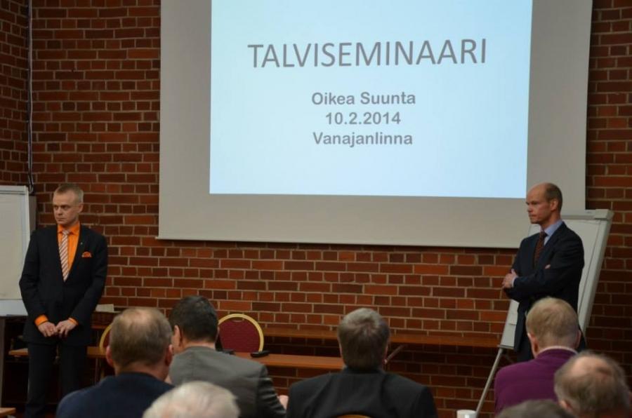 Hämeen Talviseminaari tänään Vanajanlinnassa. Puhujina ministeri Iiro Viinanen ja pääministerin valtiosihteeri Olli-Pekka Heinonen (oik).