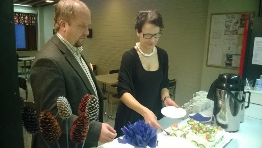 Ja sitten mitalikahvit eli Lopen Yrittäjien puheenjohtaja Jarmo Laukkanen ja Karoliina Viitanen.