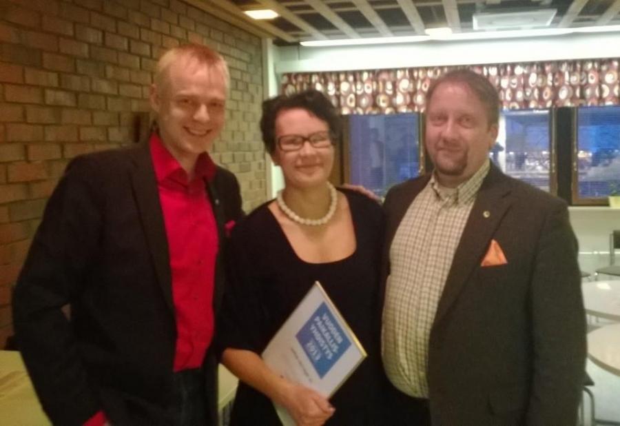 Ja tässä sitten triomme eli kunnanjohtaja, yrittäjien puheenjohtaja ja minä kunnanvaltuuston puheenjohtajana.