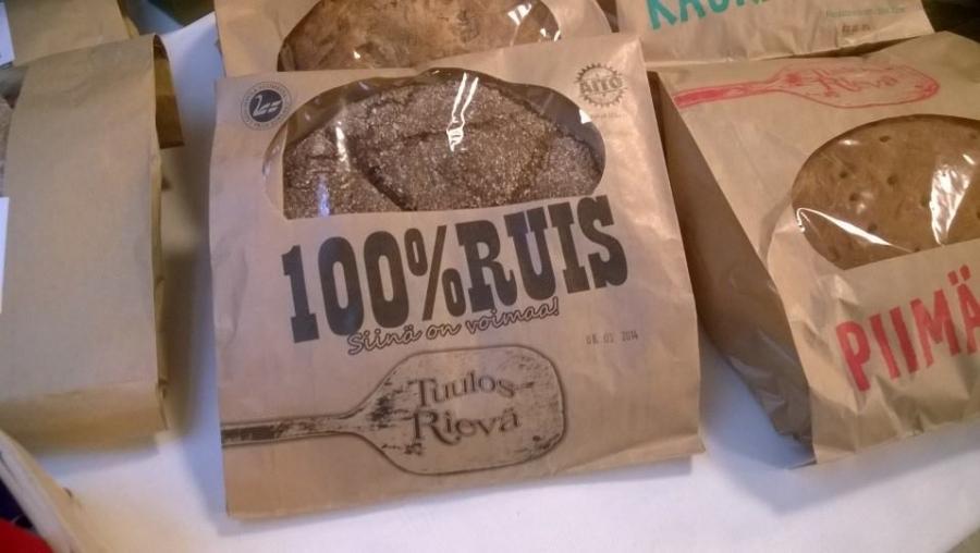 Ja mukana hyviä suomalaisia leipiä. Tässä Tuulos Rievän herkkuja...