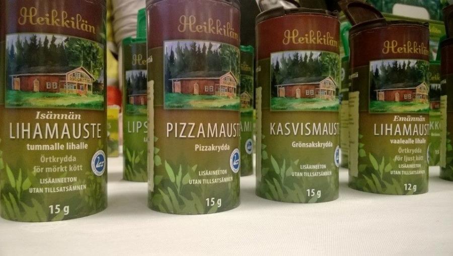Ja totta kai myös suomalaisia mausteita. Heikkilän Yrttitilalta saa kaikki mahdolliset mausteet kotimaisina ja myös erinomaisen maukkaita yrttiteitä.