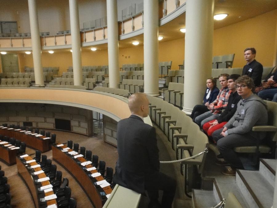 Tampereen teksnillisen yliopiston opiskelijoita, TTY:n hallituksen muodossa, vierainani tänään. Porukkaa johti puheenjohtajana loppilainen entinen oppilaani Mikko Rahikainen.