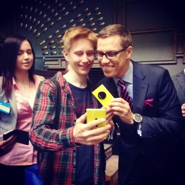 Eduskunta #selfie Alexander Stubbin kanssa oli halutuin juttu Nuorten Parlamentissä.