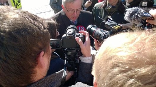 Muutama tunnelmakuva tämän päivän Eurovaalitapahtumasta Kolmen Sepän patsaalta.