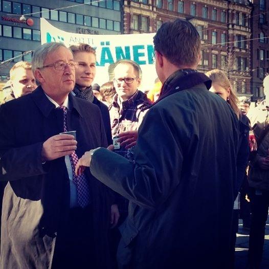 Pääministeri Jyrki Katainen, EPP:n kärkiehdokas Jean Claude Juncker ja eurovaaliehdokkaamme, pääministerin erityisavustaja Antti Häkkänen.
