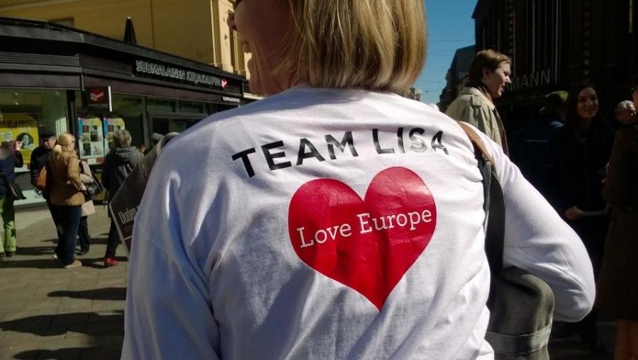 Ja tässä Lisa Sounio-Ahtisaaren kampanjailmettä. Ja hymy siis herkässä