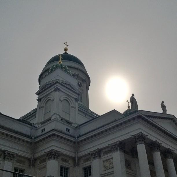Ja ortodoksikirkosta sitten omaan kirkkoon eli Helsingin Tuomiokirkkoon. Upea aamun aurinko.