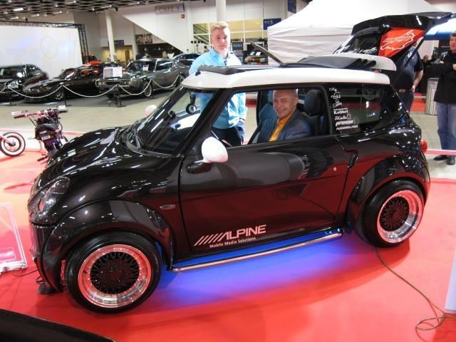 Tämän auton Chattent CH26 V2 -mopoauton on tehnyt Nuorirakentaja 2014 Miikka Mattson (auton takana). Mopoauto arvo korvaaton. Kuva: Timo Kutila.