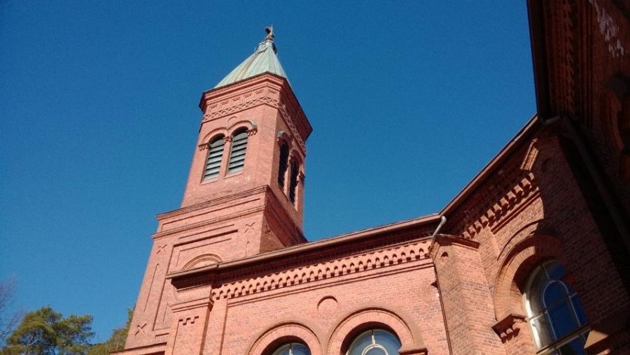 Lopen kirkossa tänään juhlistetaan 60-vuotiasta Ilkka-pappia. Onnea Ile!