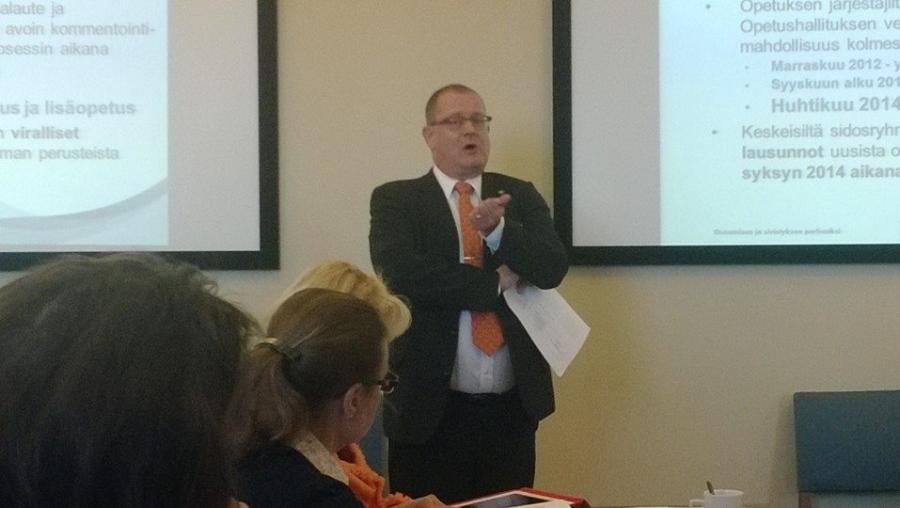 Opetushallituksen johtaja Jorma Kauppinen puhuu Kokoomuksen OSSI-seminaarissa uusista ops-perusteista ja tasa-arvosta.