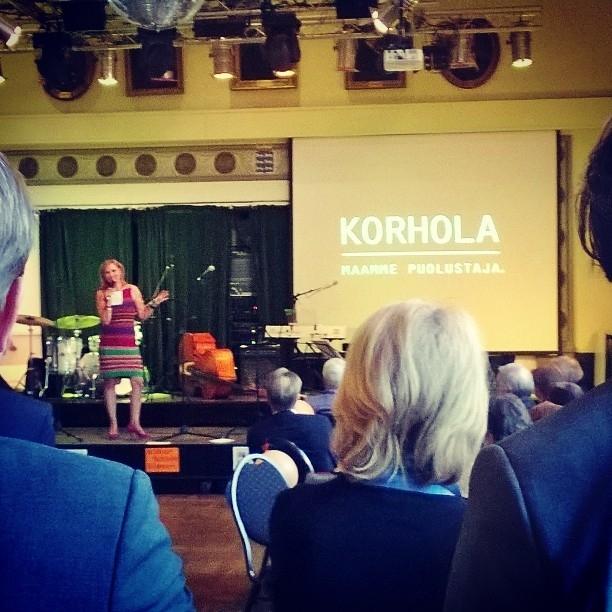 Ja illalla vielä piipahdimme Benin kanssa Eija-Riitta Korholan vaalistartissa Bottalla. Hieno tapahtuma ja upeaa ohjelmaa. Eija-Riitta muuten Suomen kokenein Europarlamentaarikko.